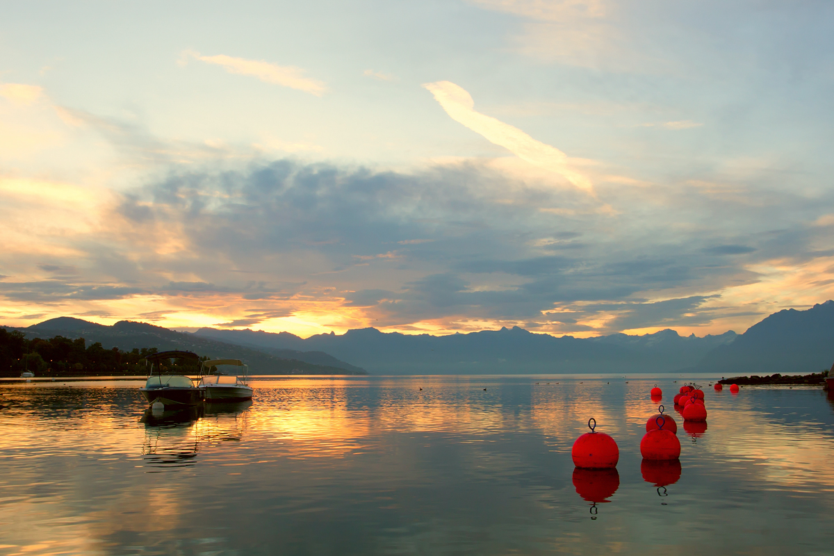 洛桑湖畔的晨曦.jpg