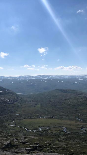 Blick in Richtung Hårteigen und die Berge im Westen