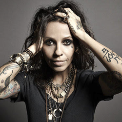 Linda Perry thumb.png
