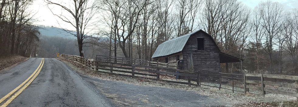 WEB_Old brown wood barn from car_IMG_854