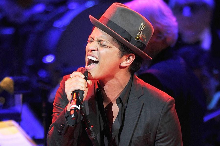 Bruno-Mars-Singing.jpg