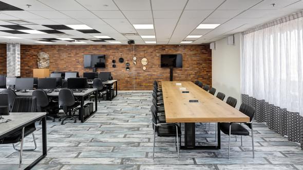 עיצוב חדרי עבודה וחדרי ישיבות