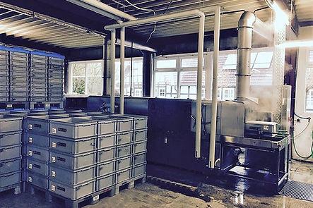 Maschinelle Reinigung von Behältern und Kisten. Behälterreinigung und Behälterlagerung