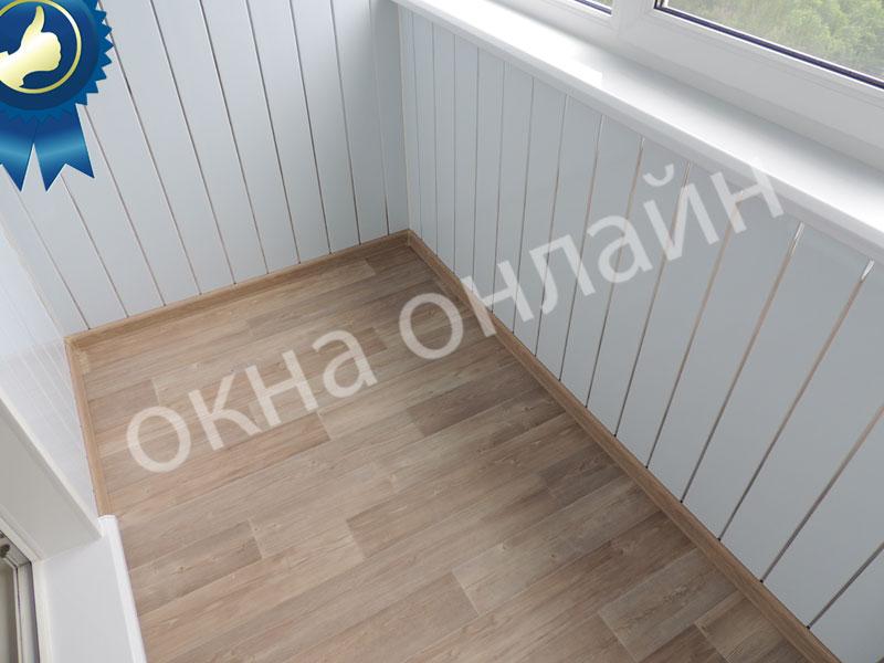 Обшивка-лоджии-ПВХ-панелью-49.6