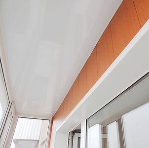 Обшивка-потолка-ПВХ-панелью.jpg