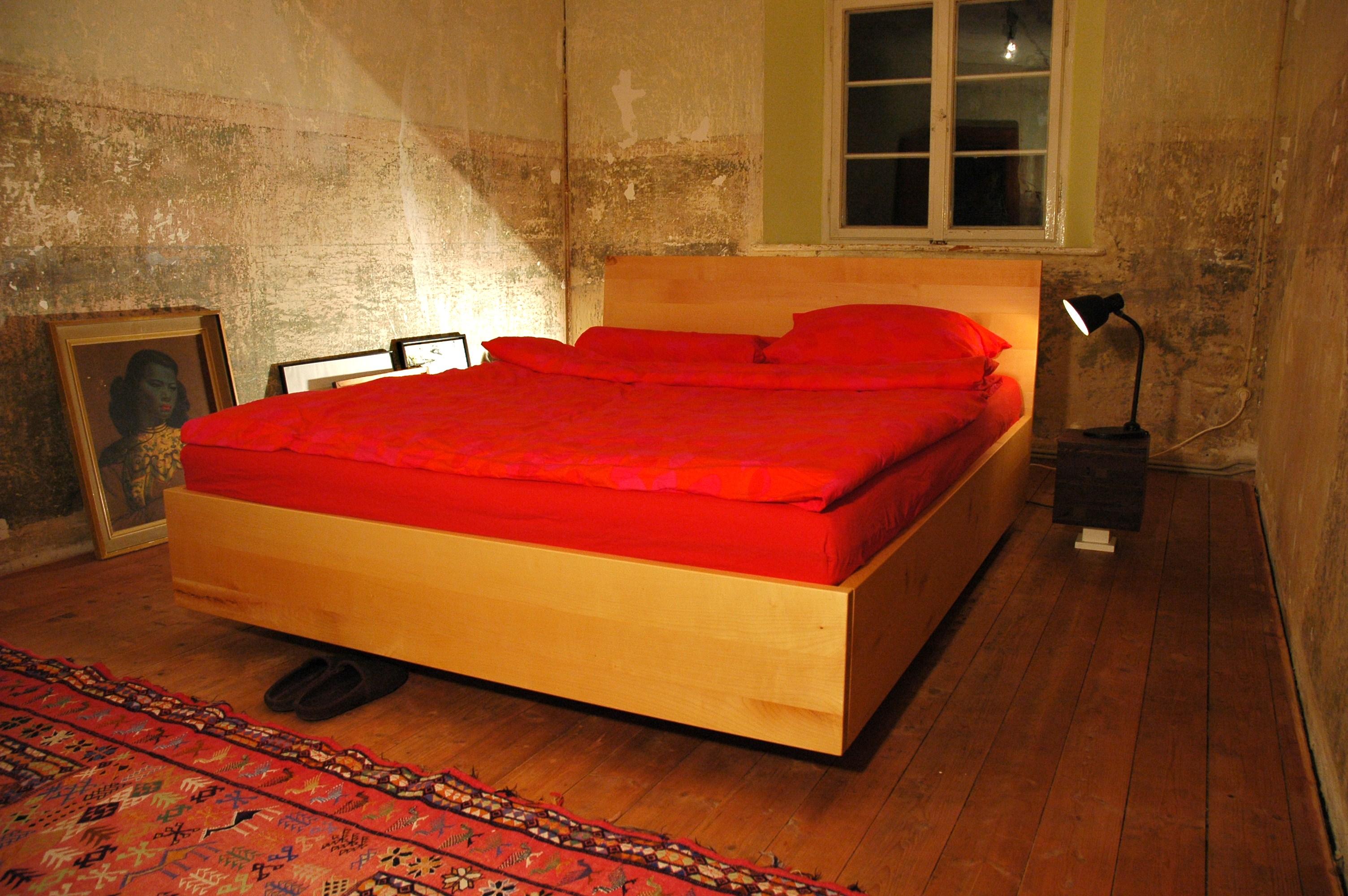Bett aus massivem Ahorn