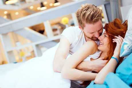 romantic-couple-in-love-lying-on-bed-NF8
