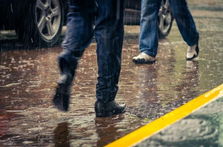 雨の日の足元.jpg