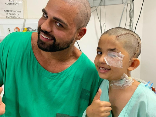 Boy cuts doctor's hair after head surgery