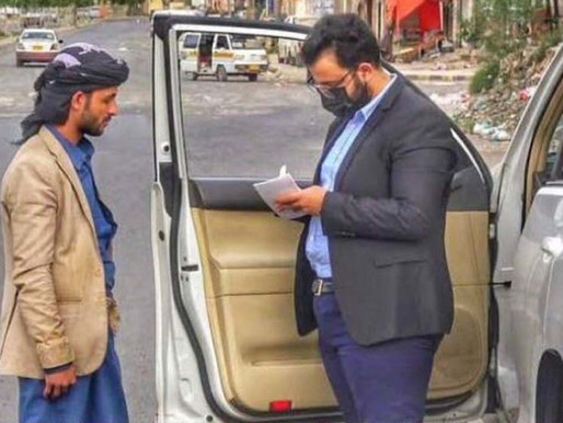 Yemeni doctors offers free consultations in his car