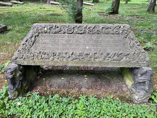 Descendants of Jews who died centuries ago in Altona will rehabilitate the local cemetery