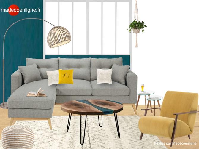 Une pièce à vivre entièrement meublée et décorée dans une maison en construction