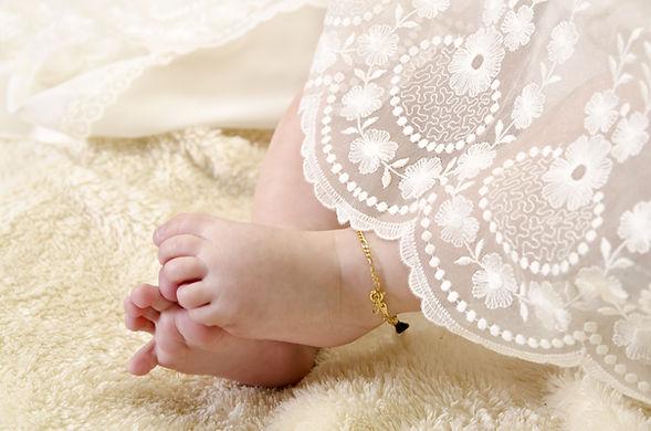 洗礼服で赤ちゃん