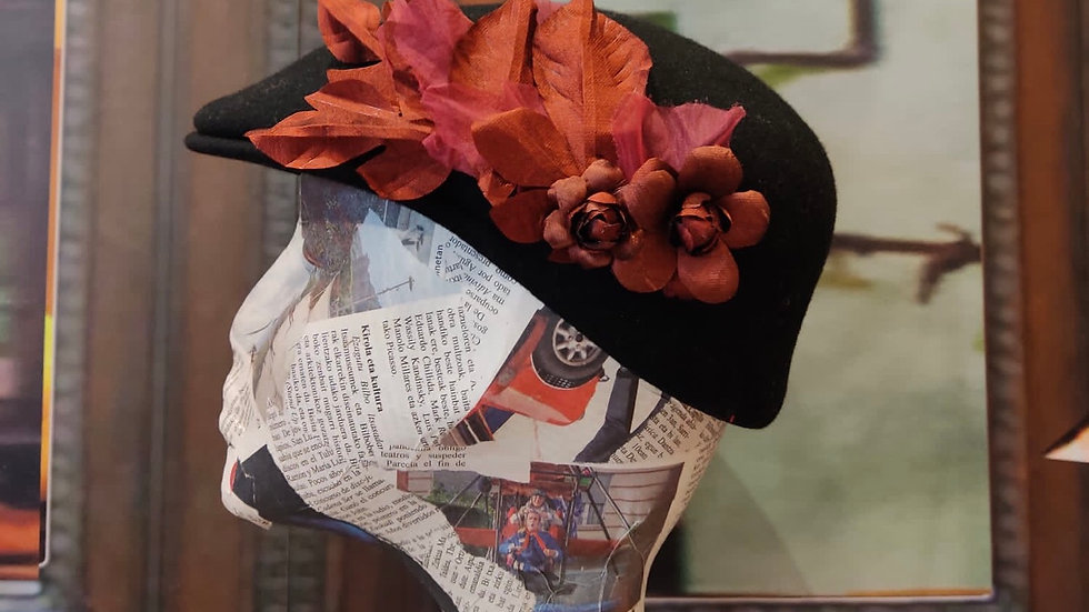 Gorra negra flores