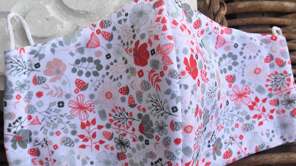 Mascarilla florecitas rojas, de algodón orgánico 100% hidrofugado y anti bacteri