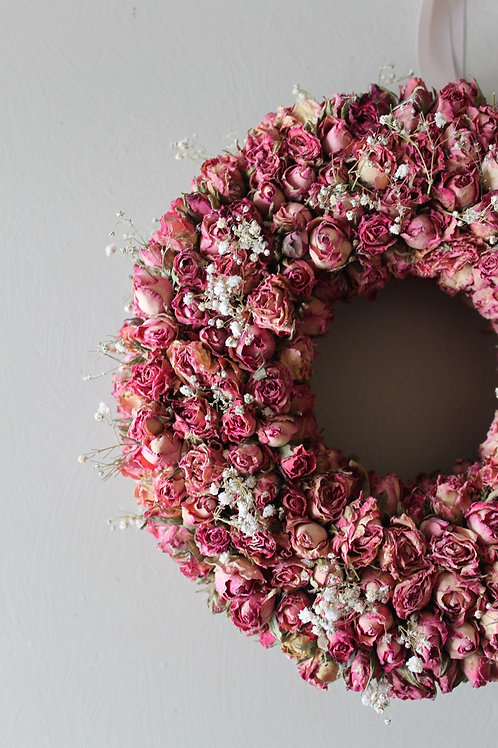 Ring of Roses with Gypsophila