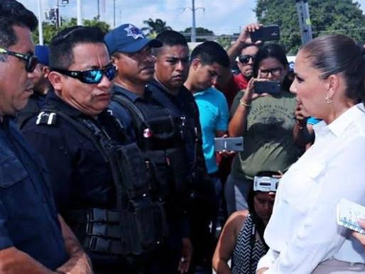 PRESIONA MARA LEZAMA A ELEMENTOS POLICIACOS A ENTREGAR SU INE PARA ASEGURAR REELECCION.