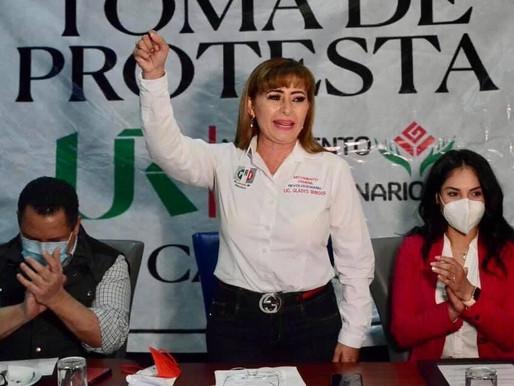MUJERES PRIÍSTAS ENSEÑAN EL MÚSCULO PARA COMPETIR.
