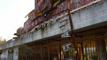 Abandoned Theme Parks as Traces of Material Culture, Vestiges of Desire, and Ephemeral Spectacles