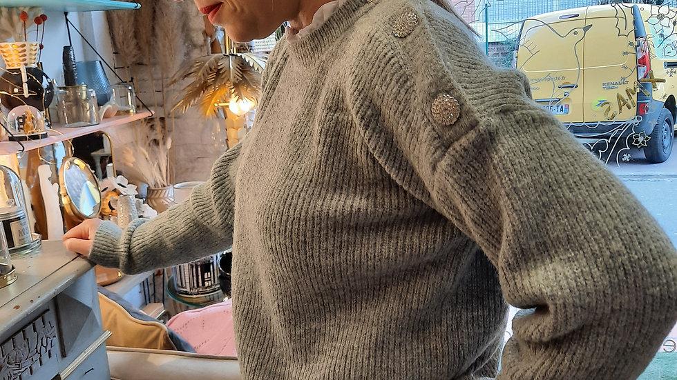 pull gris ras de cou col blanc