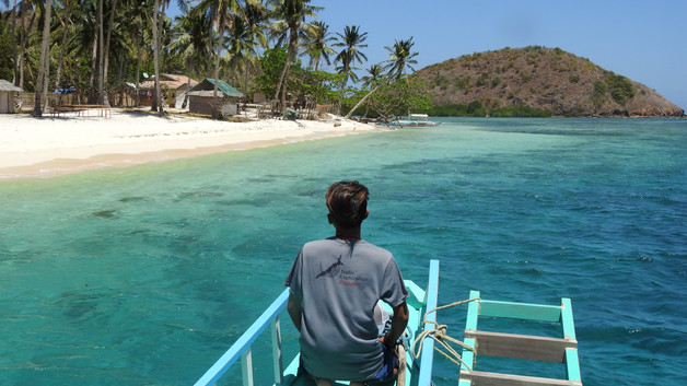 Boat expedition from El Nido to Coron