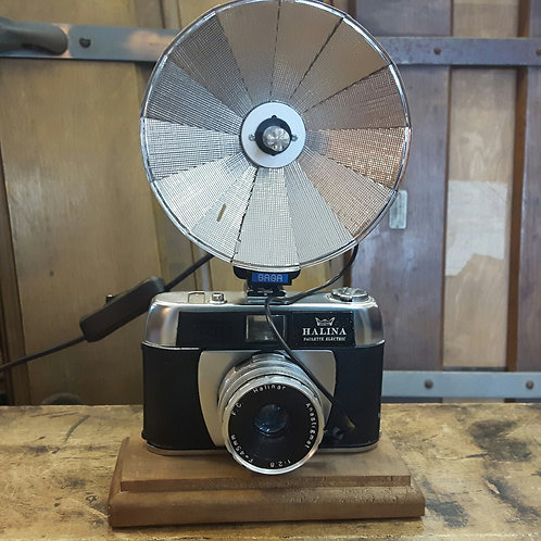 Vintage 1965 Halina Camera Lamp