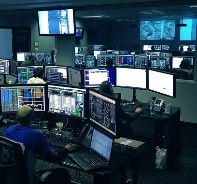 connection-control-center-desk-256219_st