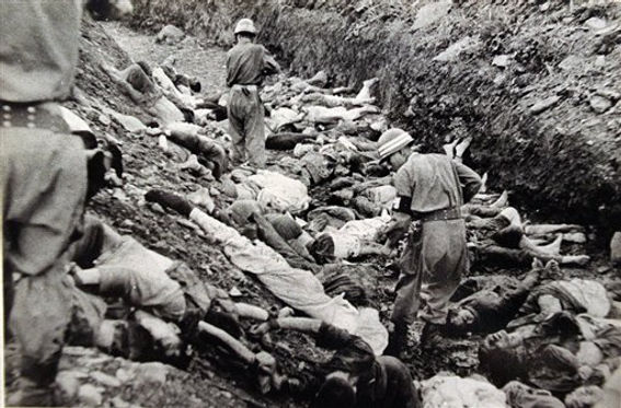 South_Korean_soldiers_walk_among_dead_po