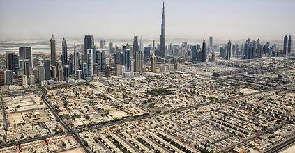 Dubai_Skyline_mit_Burj_Khalifa_(18241030