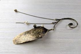 アオギリ種子のイヤーフック