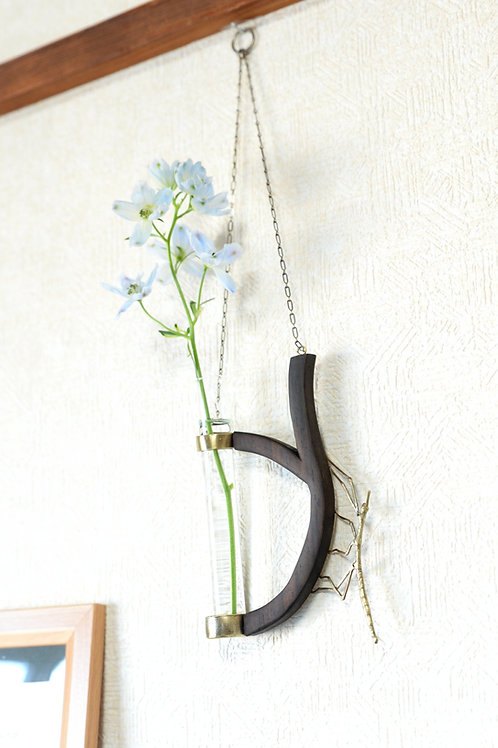 Flower vase of Stick insect(Baculum irregulariterdentatum)