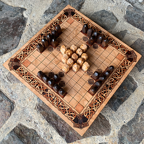Hnefatafl Game (11x11 grid variant) - a Viking strategy game of escape & capture