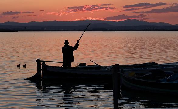 El barquero de ningún lado