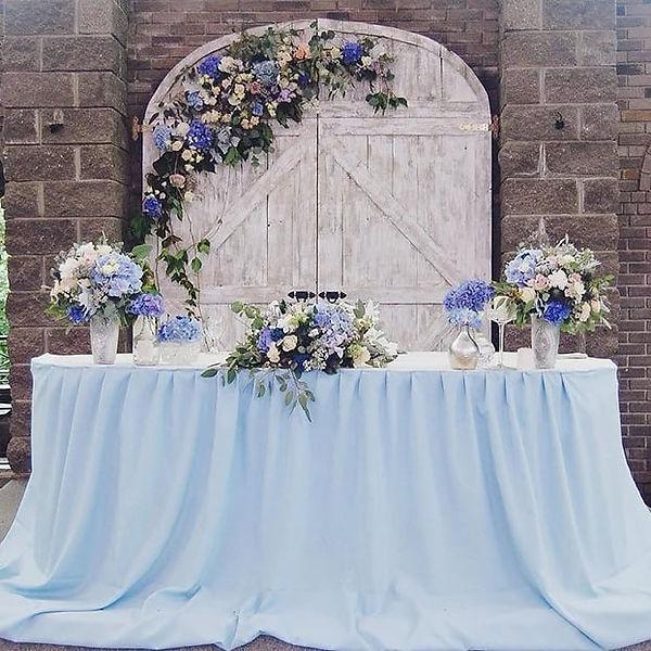Brautkleider und Deko:@Hochzeitsatelier