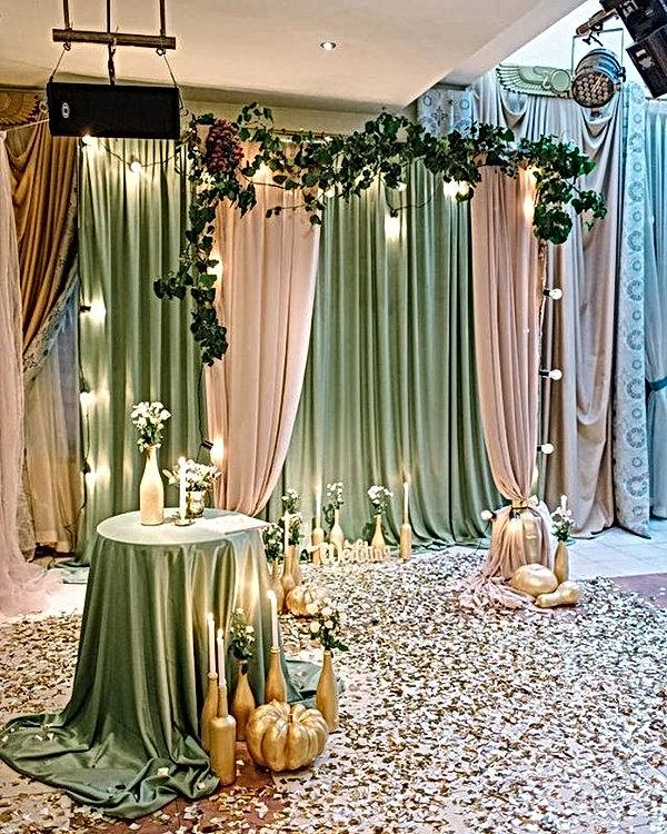 Brautkleider und Deko:@hochzeitsateliert