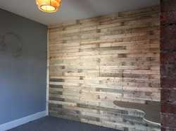 Blummin love the pallet wall