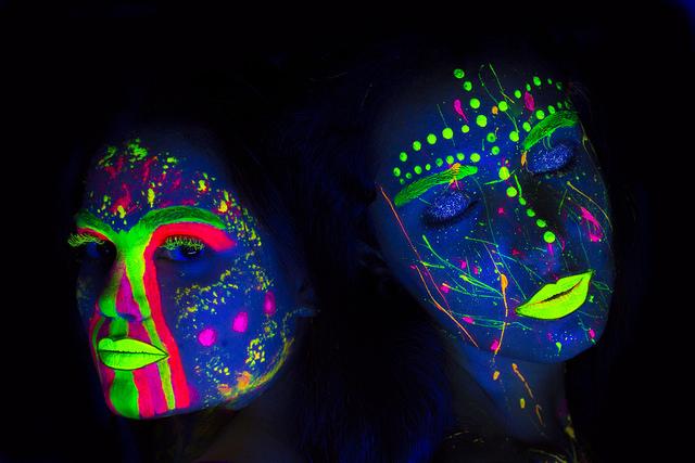 Neon girls