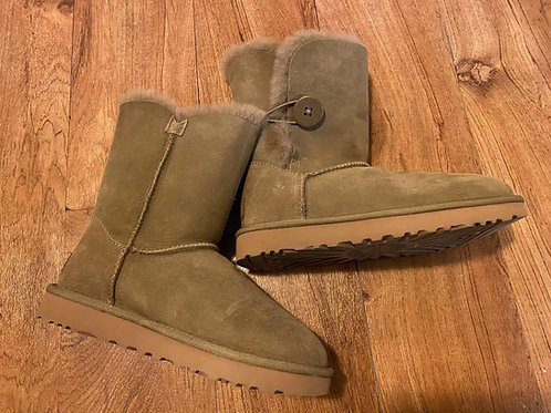 UGG Ladies sz 6 Shearling Boots