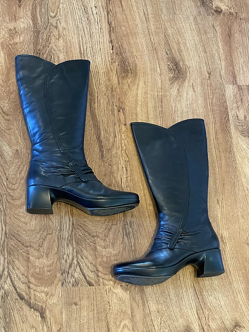 Earth Tall Leather Boots Sz 8