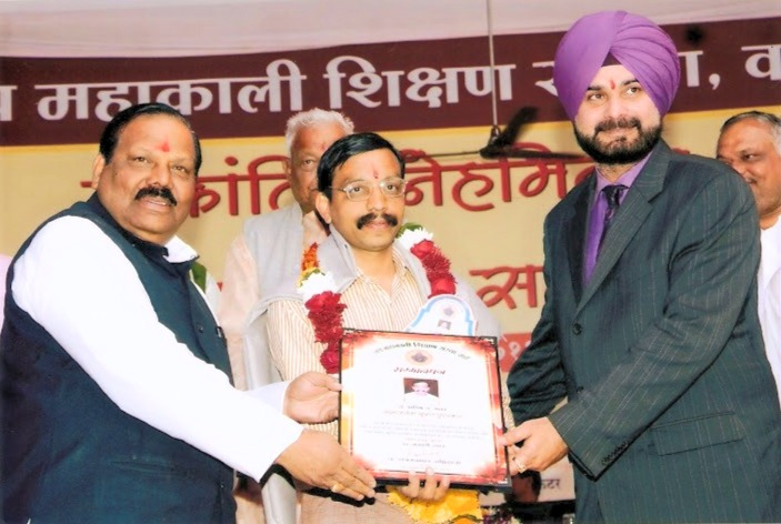 Navjyot Singh Siddhu-MP-Felicitating Dr