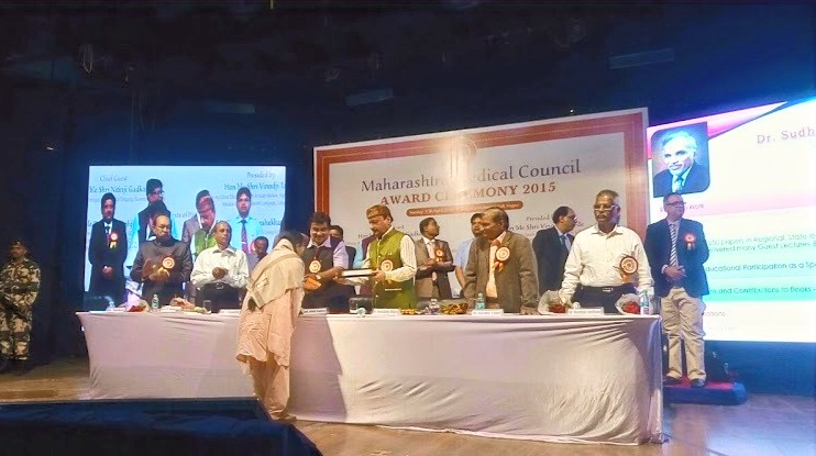 Dr. Kavita Receiving Awards at the hands of Union Minister Mr. Nitin Gadkari