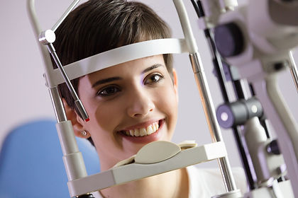 checking-eyesight-in-a-clinic-ophthalmol