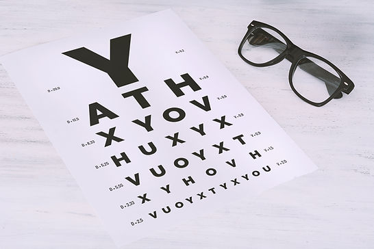 eye-glasses-on-eyesight-test-chart-3H3UU