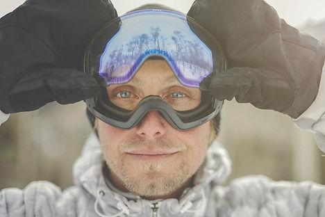 men-in-goggles-skiing-zeal-brand