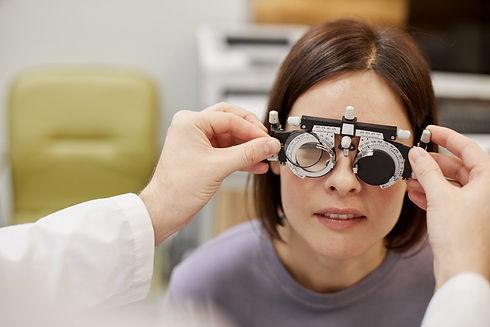 fitting-glasses-W4V6229%20(4)_edited.jpg