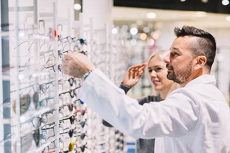 optician-and-his-patient-choosing-glasse