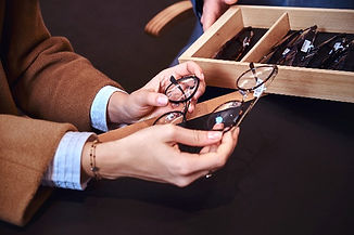 lady-is-choosing-new-glasses-at-store-3R