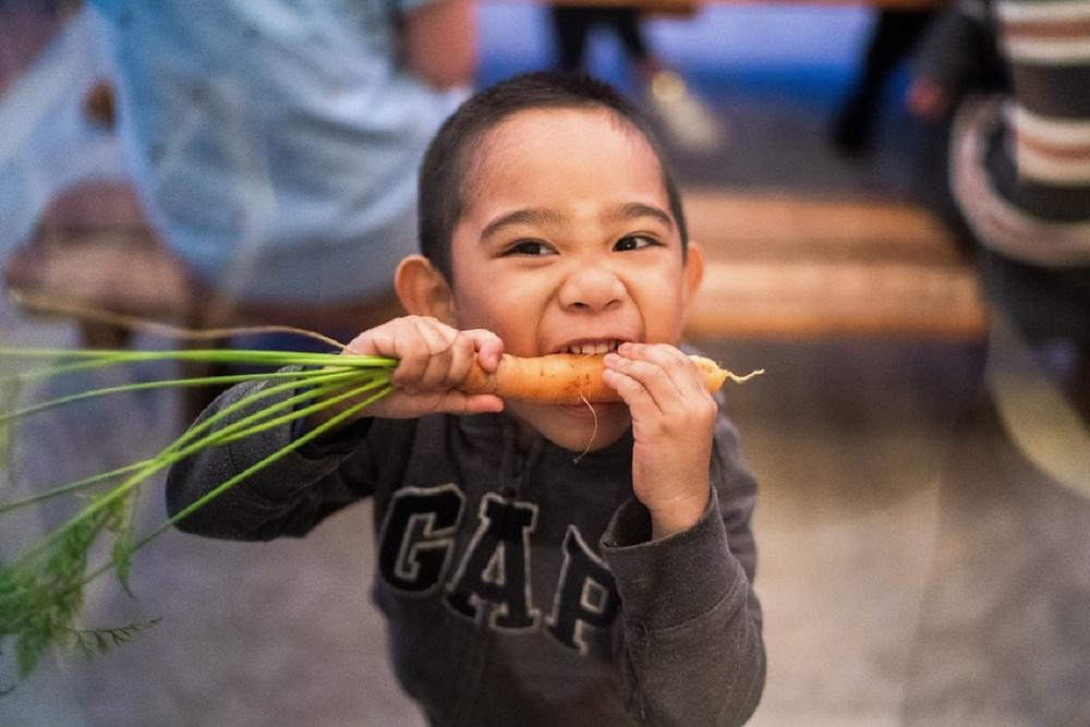 healthy-eating-carrots-see-in-dark