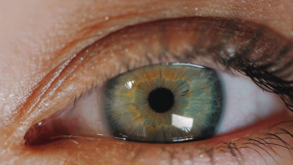 green eye small pupil not responding to light
