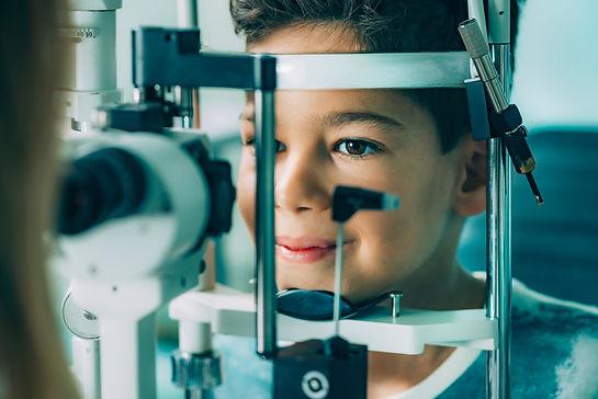 ophthalmology-slit-lamp-exam-9BYX5EA.jpg